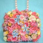 生花のピンクバッグブーケ