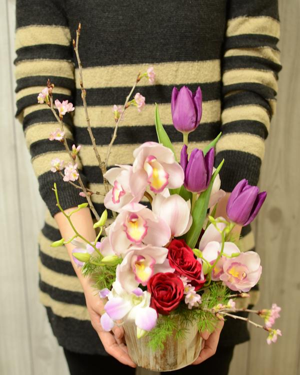 桜とチューリップのアレンジメント