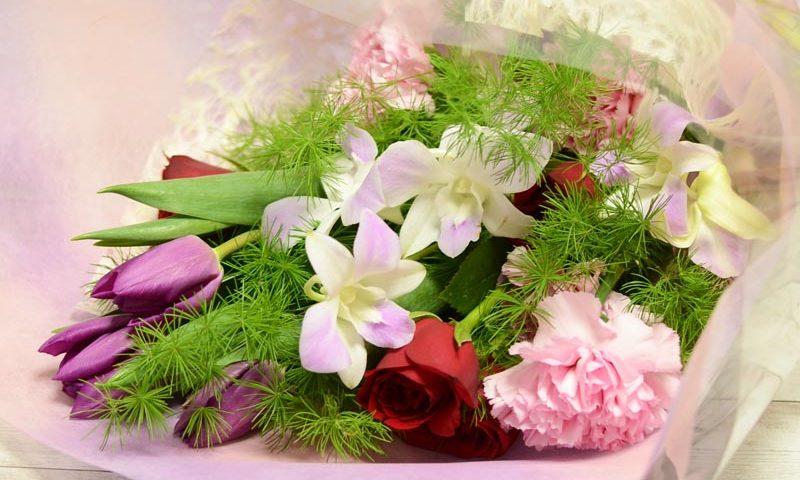 紫チューリップの花束