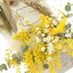 【ミモザのアレンジメント】全てドライになる花材で飾りやすい「壁掛けタイプ」